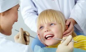 Οδοντίατρος και παιδί