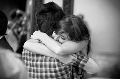 Η θεραπευτική ιδιότητα της αγκαλιάς