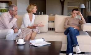 Οι γονείς επιδιώκουν συζήτηση γύρω από το σεξ με τους εφήβους, αλλά...